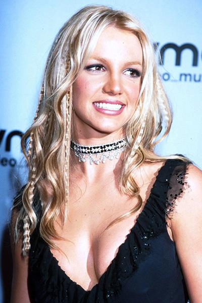 BS-2000 Britney Spears en 15 looks