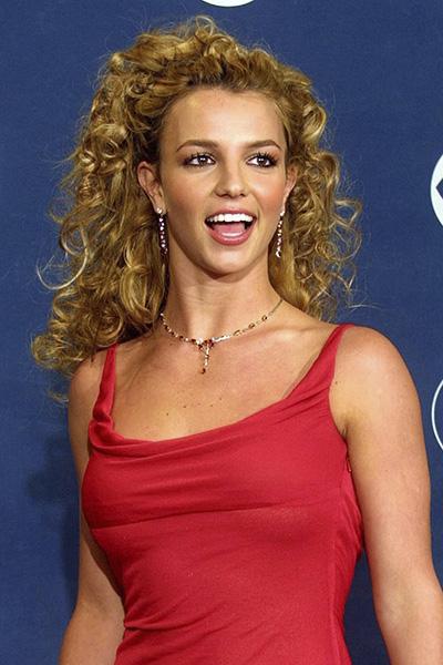 BS-2002 Britney Spears en 15 looks