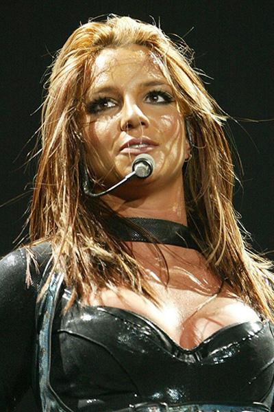 BS-2004 Britney Spears en 15 looks