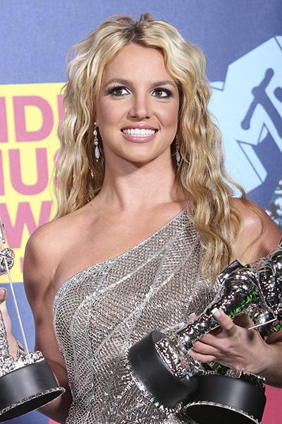 BS-2008 Britney Spears en 15 looks