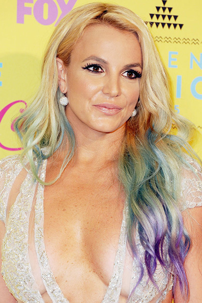BS-2015 Britney Spears en 15 looks