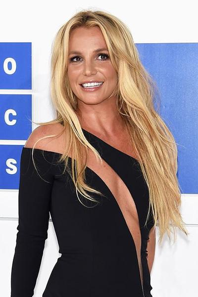 BS-2016 Britney Spears en 15 looks