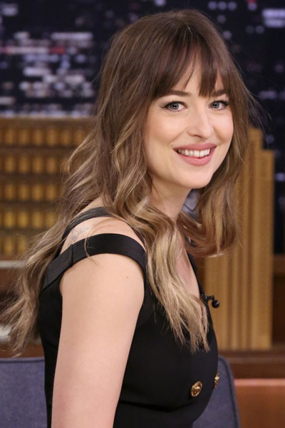 la-maison-del-cabello-dakota-johnson-pearl-ombré Root Beer, Cream Soda, Shatush... colores para esta primavera