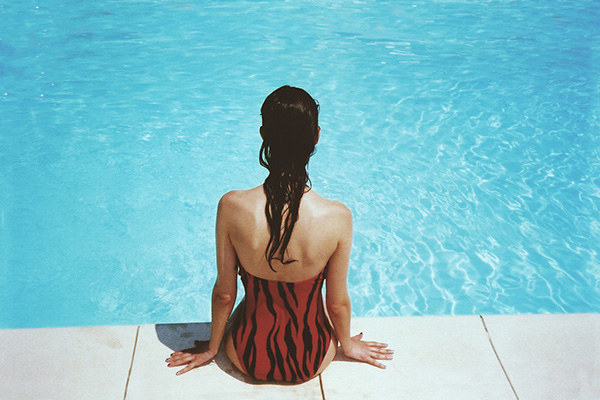 la-maison-del-cabello-cloro-piscina-pelo ¿Cómo proteger tu cabello en la piscina?