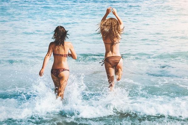 la-maison-del-cabello-sal-playa-efectos ¿Cómo proteger tu cabello en la piscina?